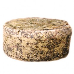 Cheese aged in barrique with mountain hay